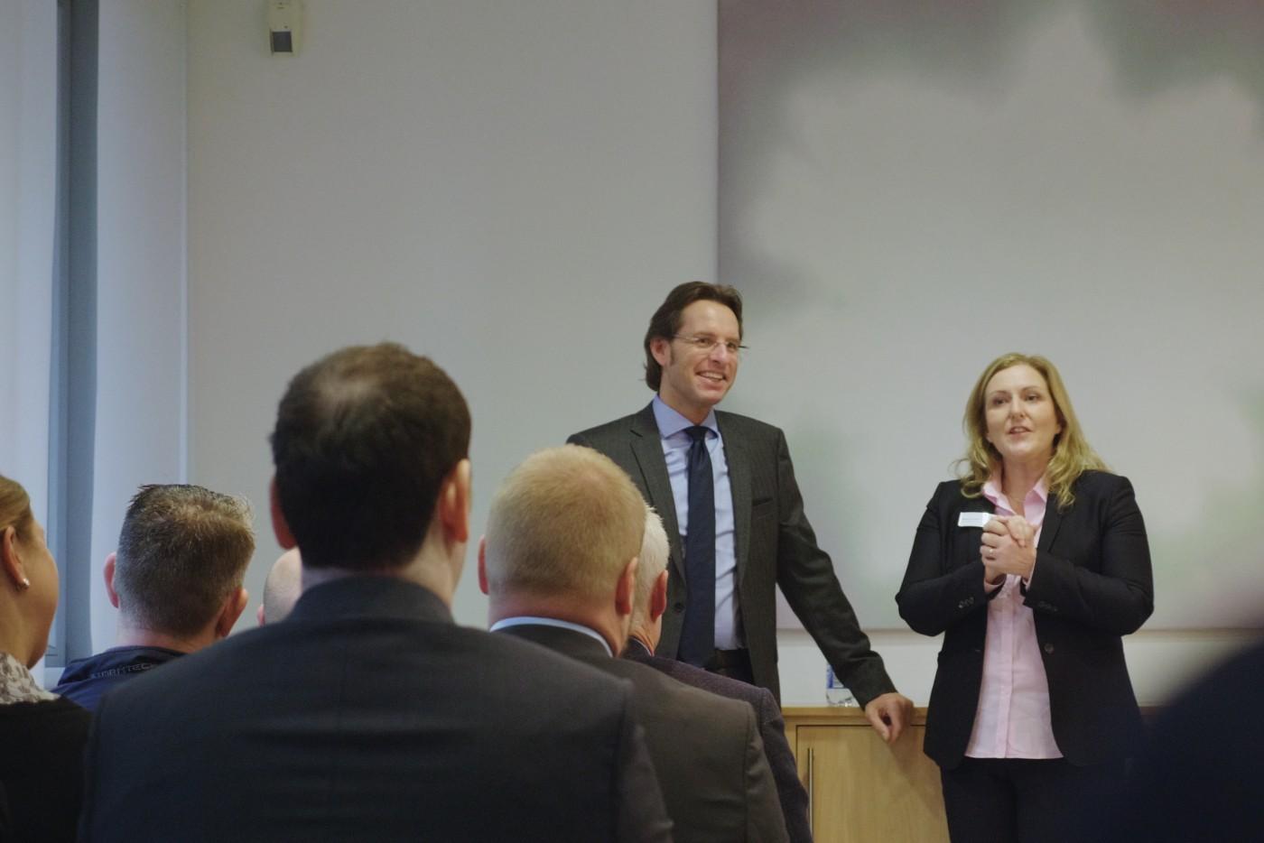 Управляющий директор MPS-WestRock Стефен Шницер и руководитель цифрового сектора Heidelberg Монтсеррат Пэйдро-Инса